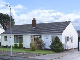 CASTLE COVE, pet friendly, with a garden in Abergele, Ref 2810 - Abergele vacation rentals