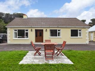 COOM VILLA, family friendly, country holiday cottage, with a garden in Glenbeigh, WiFi, County Kerry, Ref 2324 - Ventry vacation rentals