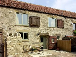 COW BYRE COTTAGE, character holiday cottage, with a garden in Wrelton, Ref 1577 - Ebberston vacation rentals