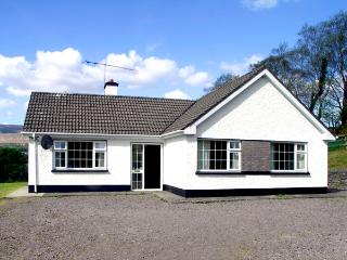 DROUMATOUK COTTAGE, pet friendly, country holiday cottage, with a garden in Kenmare, County Kerry, Ref 2091 - Kenmare vacation rentals
