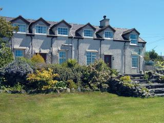 GLAN Y GORS, pet friendly, character holiday cottage, with a garden in Llanberis, Ref 924 - Menai Bridge vacation rentals