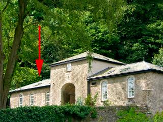 GROOM'S COTTAGE, romantic, character holiday cottage, with a garden in Kendal, Ref 2237 - Kendal vacation rentals