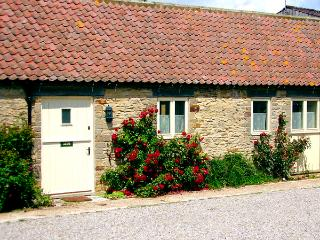 GROUSE COTTAGE, pet friendly, woodburner, character holiday cottage, with a garden in Kirkbymoorside, Ref 1314 - Stamford Bridge vacation rentals