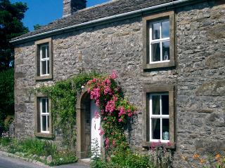 HILLFOOT, pet friendly, character holiday cottage, with a garden in Selside, Ref 1014 - Selside vacation rentals