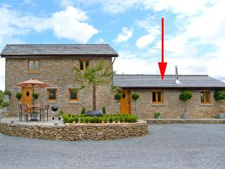HOWLE HIDEAWAY, romantic, luxury holiday cottage, with open fire in Howle Hill, Ref 2537 - Much Birch vacation rentals