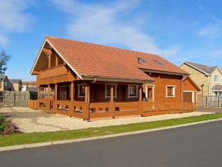 JAMAAL LODGE, pet friendly, with a garden in Amble-By-The-Sea, Ref 2127 - Alnmouth vacation rentals