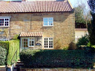 KNAYTON HOUSE COTTAGE, family friendly, luxury holiday cottage, with a garden in Knayton, Ref 1975 - Knayton vacation rentals