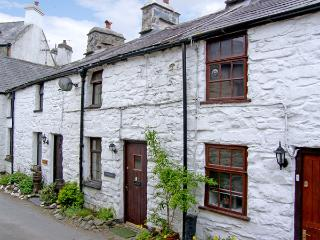 LLANNERCH, romantic, character holiday cottage, with open fire in Betws-Y-Coed, Ref 3513 - Llanuwchllyn vacation rentals