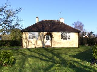 MAYFIELD, family friendly, character holiday cottage, with a garden in All Stretton, Ref 2790 - All Stretton vacation rentals