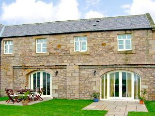 NO 5 MURTON WHITE HOUSE, pet friendly, character holiday cottage, with a garden in Berwick-Upon-Tweed, Ref 2542 - Saint Abbs vacation rentals