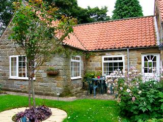 THROSTLE NEST COTTAGE, country holiday cottage, with a garden in Sleights Near Whitby, Ref 2628 - North Yorkshire vacation rentals