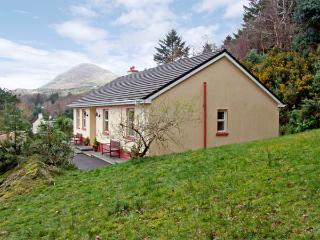 OAK VIEW, family friendly, country holiday cottage, with a garden in Lauragh, County Kerry, Ref 2945 - Lauragh vacation rentals