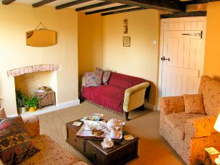 TORR'S COTTAGE, pet friendly, character holiday cottage, with open fire in Wirksworth, Ref 2371 - Millthorpe vacation rentals