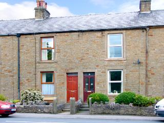 PEN-Y-GHENT VIEW, pet friendly, character holiday cottage, with a garden in Horton-In-Ribblesdale, Ref 2257 - Ingleton vacation rentals