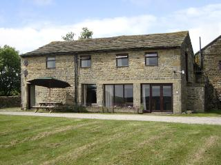 POTT HALL BARN, character holiday cottage, with a garden in Masham, Ref 2189 - Knaresborough vacation rentals