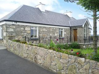 PRAGUE HOUSE, family friendly, character holiday cottage, with a garden in Lettermore, County Galway, Ref 3647 - Lettermore vacation rentals