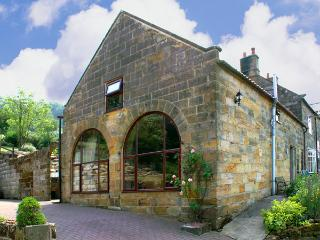 PROSPECT COACH HOUSE, family friendly, character holiday cottage, with a garden in Great Fryup Dale, Ref 940 - Great Fryup Dale vacation rentals