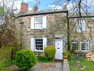 QUINCE COTTAGE, family friendly, character holiday cottage, with open fire in Longframlington Near Alnwick, Ref 2017 - Longframlington vacation rentals