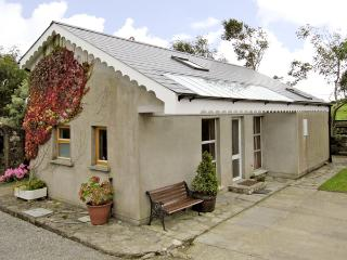 SEASIDE COTTAGE, family friendly, with a garden in Duncannon, County Wexford, Ref 2909 - Ballyhack vacation rentals