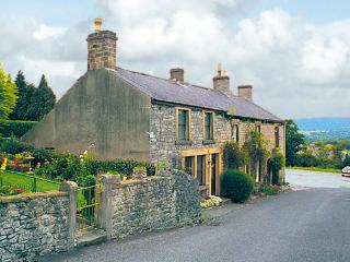 SMALLDALE, family friendly, character holiday cottage, with open fire in Bradwell, Ref 765 - Derbyshire vacation rentals