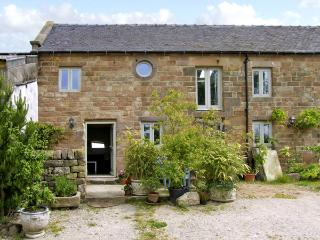 SPOUT BARN, pet friendly, luxury holiday cottage, with a garden in Shottle, Ref 2574 - Derbyshire vacation rentals