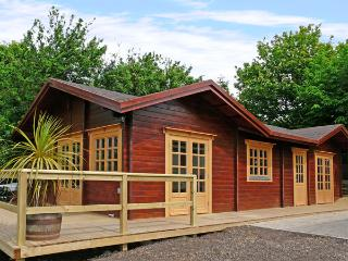 ST HILDA'S LODGE, pet friendly, with a hot tub in Hinderwell, Ref 3650 - Saltburn-by-the-Sea vacation rentals