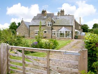 THE ANNEXE, EASTFIELD HALL, pet friendly, country holiday cottage, with a garden in Warkworth, Ref 2539 - Warkworth vacation rentals