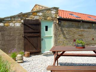 THE GOAT SHED, pet friendly, character holiday cottage in Robin Hood'S Bay, Ref 1813 - North Yorkshire vacation rentals
