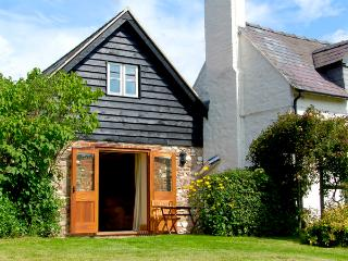 THE OLD WORKSHOP, pet-friendly, character holiday cottage, with a garden in Picklescott, Ref 2176 - Picklescott vacation rentals