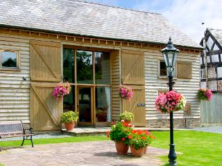 TIPPETS VIEW, family friendly, character holiday cottage, with a garden in Luntley, Ref 2217 - Herefordshire vacation rentals