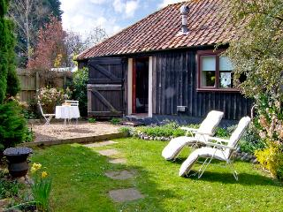 UPPER BARN STABLE, character holiday cottage,with a garden in Reepham, Ref 2428 - Norfolk vacation rentals
