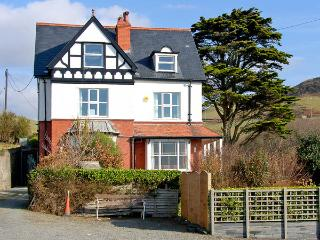 BRODAWEL HOUSE, pet friendly, luxury holiday cottage, with a garden in Aberdovey, Ref 2839 - Aberdovey / Aberdyfi vacation rentals