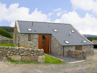 YSGUBOR, pet friendly, character holiday cottage, with a garden in Llandanwg, Ref 3624 - Llandanwg vacation rentals