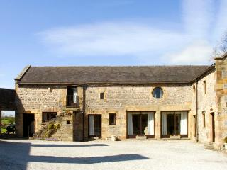 WEST CAWLOW BARN, family friendly, character holiday cottage, with a garden in Hulme End Near Hartington, Ref 632 - Staffordshire vacation rentals