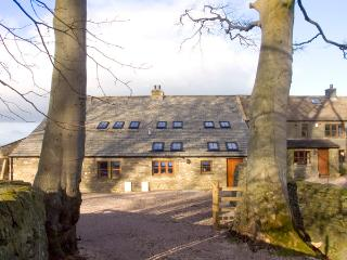 USHERWOODS BARN, pet friendly, luxury holiday cottage, with a garden in Tatham Near Bentham, Ref 1964 - Fourstones Near Bentham vacation rentals
