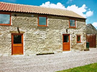 STABLE COTTAGE, pet friendly, character holiday cottage with WiFi and a garden in Levisham, Ref 1136 - Ebberston vacation rentals