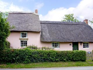 HOLLY COTTAGE, romantic, character holiday cottage, with a garden in Harome, Ref 3538 - Harome vacation rentals