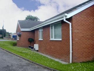 SEA VIEW, family friendly, with a garden in Old Colwyn, Ref 2937 - Rhyd-y-foel vacation rentals