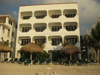 Vista del Mar Norte building - Vista del Mar/Del Sol Beachfront 3 Bedroom  Condo - Akumal - rentals