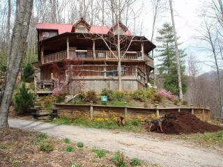 Artistic Natural Log Treehouse 16 mi to Downtown! - Fairview vacation rentals