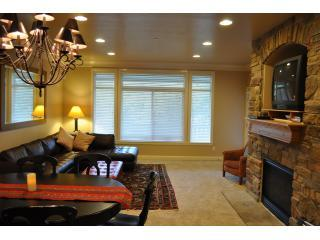 Best Price Snowbasin! Lakeside. Sleep 13. Hot tub. - Huntsville vacation rentals