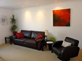 Walking distance to Grassmarket & Edinbugh Castle - Edinburgh vacation rentals