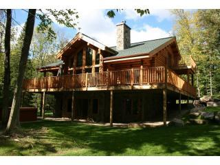 Our huge, log chalet is surrounded by nature. - Beautiful & Luxurious 5 Bedroom Family Log Home - Amos - rentals