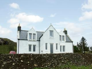 KINTILLO, pet friendly, country holiday cottage, with a garden in Dunvegan, Isle Of Skye, Ref 1370 - Waternish vacation rentals
