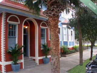 Romantic Park Side Carriage House on Forsyth - Georgia Coast vacation rentals