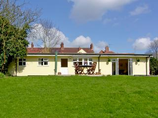 RITH CHALET, country holiday cottage, with a garden in Shottery , Ref 2410 - Shottery vacation rentals