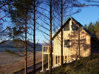 THE LAGGAN DREY, pet friendly, character holiday cottage in Laggan, Ref 1525 - Invermoriston vacation rentals
