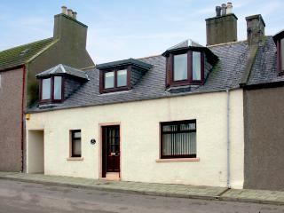 ELISABETH COTTAGE, family friendly, country holiday cottage, with a garden in Banff, Ref 1643 - Huntly vacation rentals