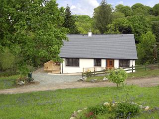 BLUEBELL COTTAGE, family friendly, country holiday cottage, with a garden in Kilmartin, Ref 2333 - Kilmartin vacation rentals