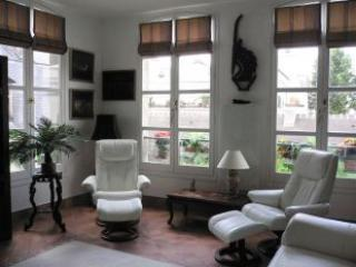 Living Room - Marais Paris 1 Bedroom Vacation Apartment - Paris - rentals